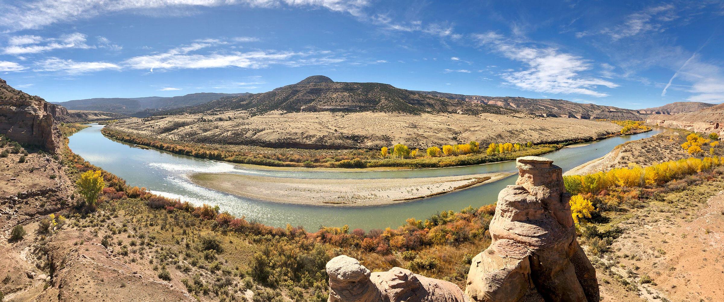 El Río Colorado fluye a través de Mesa County.